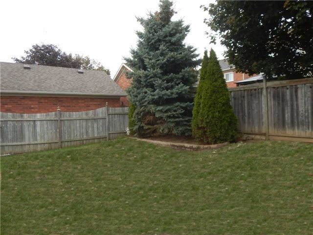 Detached at 24 Sawyer Ave, Whitby, Ontario. Image 13