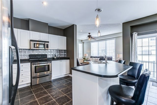 Detached at 106 Port Of Newcastle Dr, Clarington, Ontario. Image 2