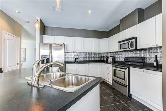 Detached at 106 Port Of Newcastle Dr, Clarington, Ontario. Image 3