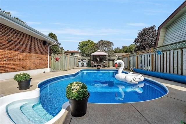 Detached at 39 Michael Blvd, Whitby, Ontario. Image 7