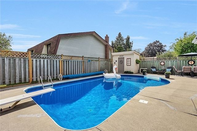 Detached at 39 Michael Blvd, Whitby, Ontario. Image 8