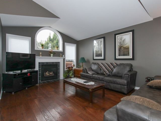 Detached at 12 Foundry Lane, Whitby, Ontario. Image 8