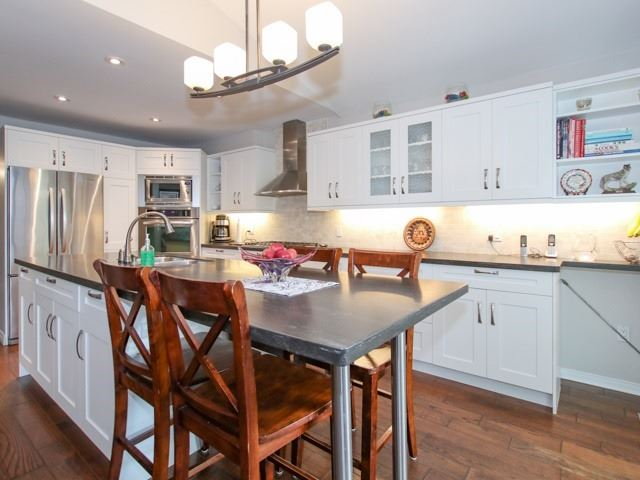 Detached at 12 Foundry Lane, Whitby, Ontario. Image 12