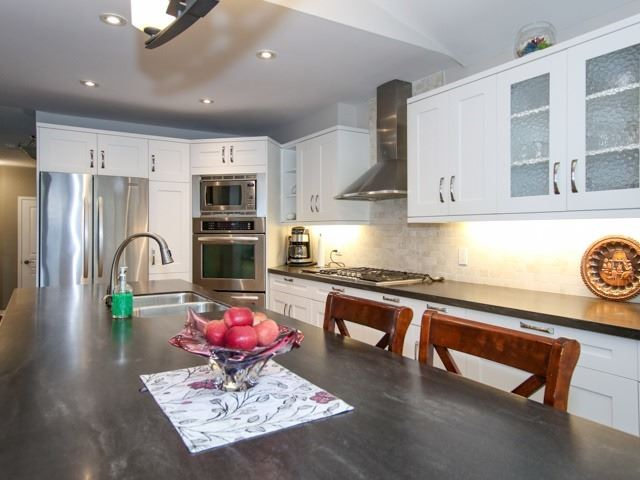 Detached at 12 Foundry Lane, Whitby, Ontario. Image 14