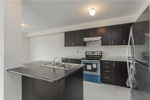 Townhouse at 46 Jerseyville Way, Whitby, Ontario. Image 17