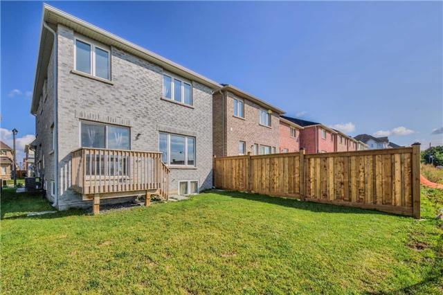 Detached at 11 Holroyd St, Ajax, Ontario. Image 14