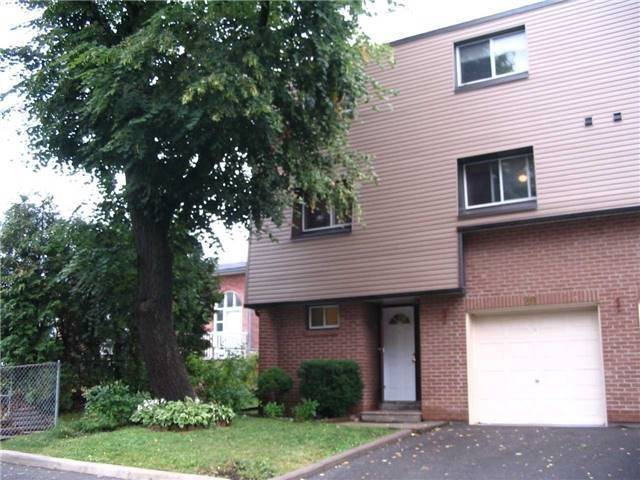 Condo Townhouse at 1415 Fieldlight Dr, Unit 20, Pickering, Ontario. Image 1