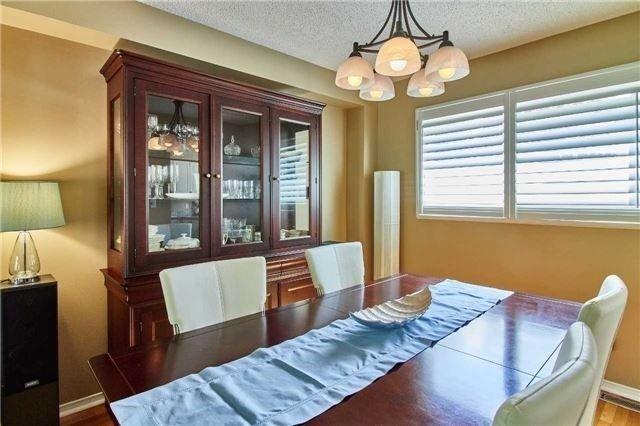 Detached at 6 Forest Heights St, Whitby, Ontario. Image 13