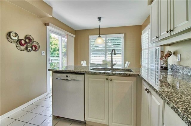 Detached at 6 Forest Heights St, Whitby, Ontario. Image 2