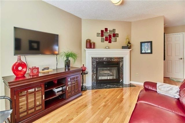 Detached at 6 Forest Heights St, Whitby, Ontario. Image 4