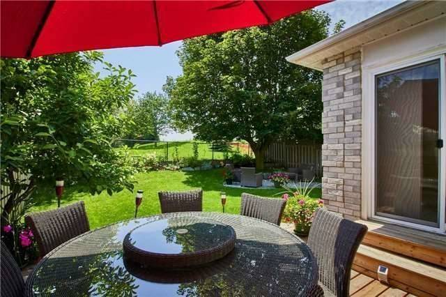 Detached at 6 Forest Heights St, Whitby, Ontario. Image 8