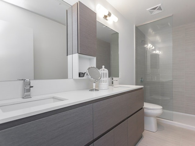 Condo Apartment at 630 Kingston Rd, Unit 203, Toronto, Ontario. Image 4
