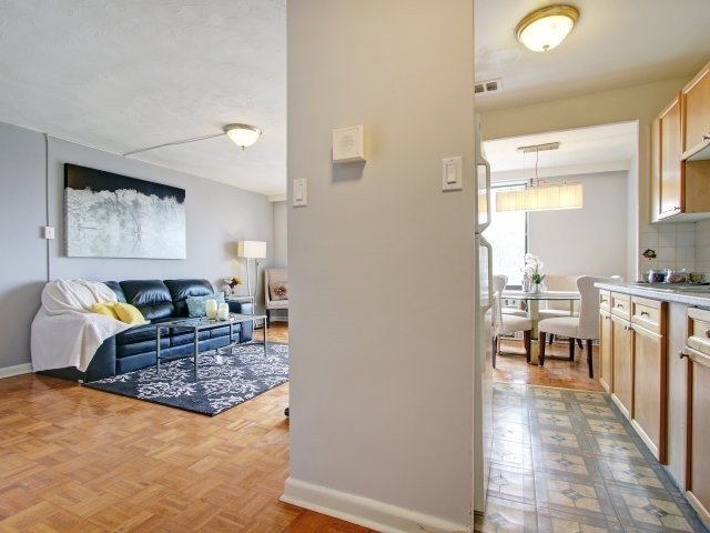 Condo Apartment at 915 Midland Ave, Unit 515, Toronto, Ontario. Image 14