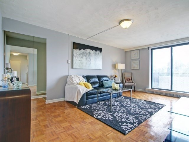 Condo Apartment at 915 Midland Ave, Unit 515, Toronto, Ontario. Image 17