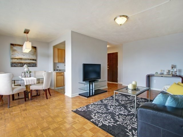 Condo Apartment at 915 Midland Ave, Unit 515, Toronto, Ontario. Image 2