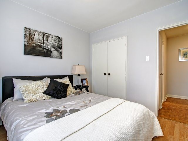 Condo Apartment at 915 Midland Ave, Unit 515, Toronto, Ontario. Image 8