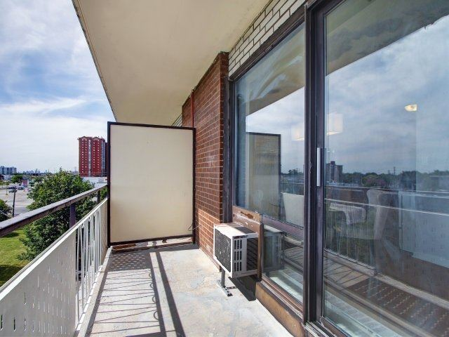 Condo Apartment at 915 Midland Ave, Unit 515, Toronto, Ontario. Image 9