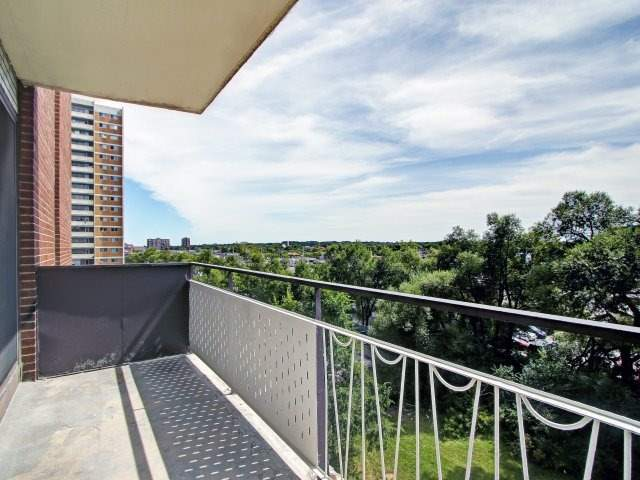 Condo Apartment at 915 Midland Ave, Unit 515, Toronto, Ontario. Image 10