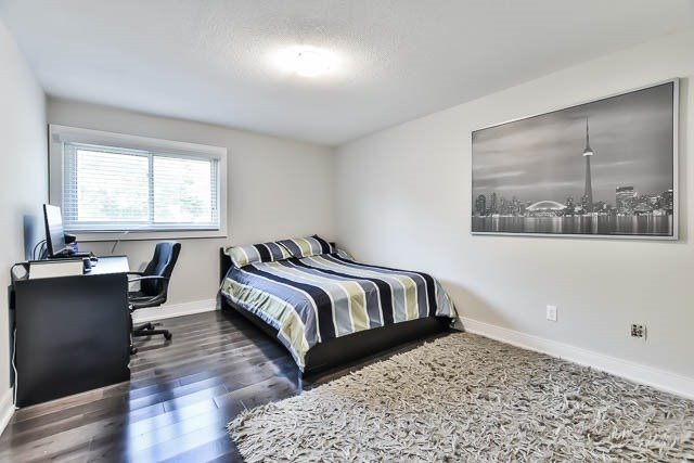 Detached at 15 Cherrydale Crt, Toronto, Ontario. Image 8