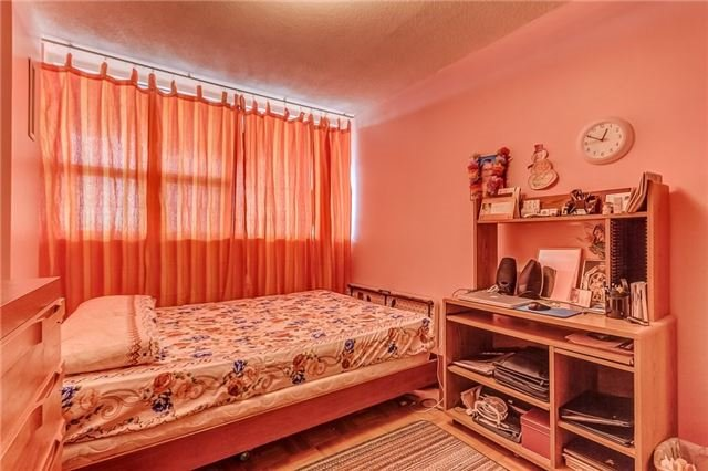 Condo Apartment at 25 Silver Springs Blvd, Unit 702, Toronto, Ontario. Image 3