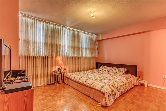 Condo Apartment at 25 Silver Springs Blvd, Unit 702, Toronto, Ontario. Image 6