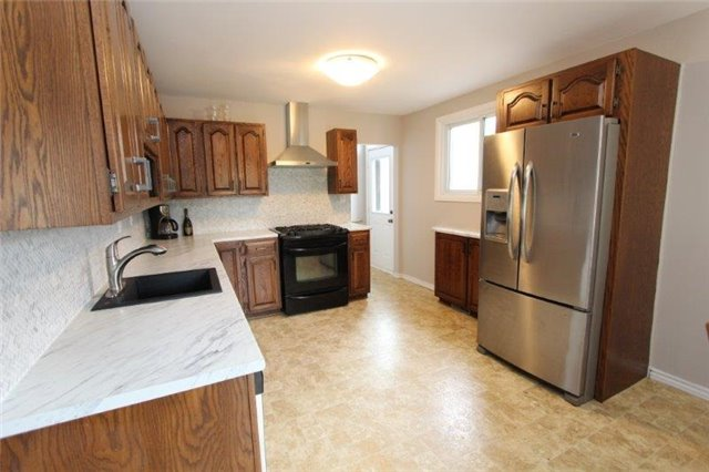 Detached at 861 Zator Ave, Pickering, Ontario. Image 14