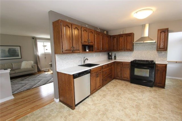 Detached at 861 Zator Ave, Pickering, Ontario. Image 15