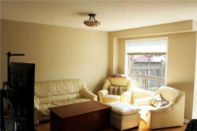 Townhouse at 160 Wilkins Cres, Clarington, Ontario. Image 13