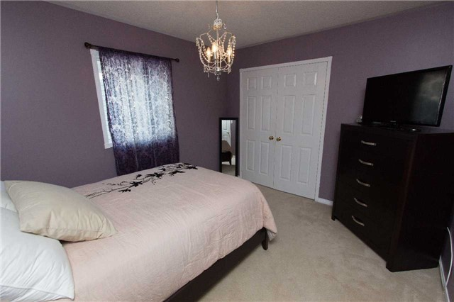 Detached at 75 Aster Cres, Whitby, Ontario. Image 4