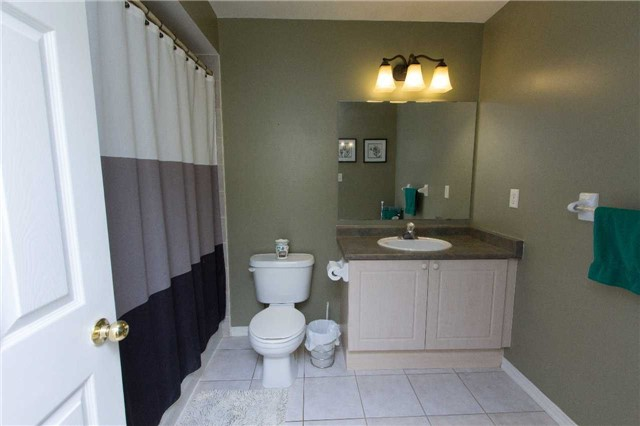 Detached at 75 Aster Cres, Whitby, Ontario. Image 10