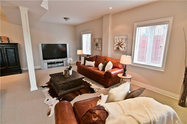 Detached at 810 Fairview Ave, Pickering, Ontario. Image 7