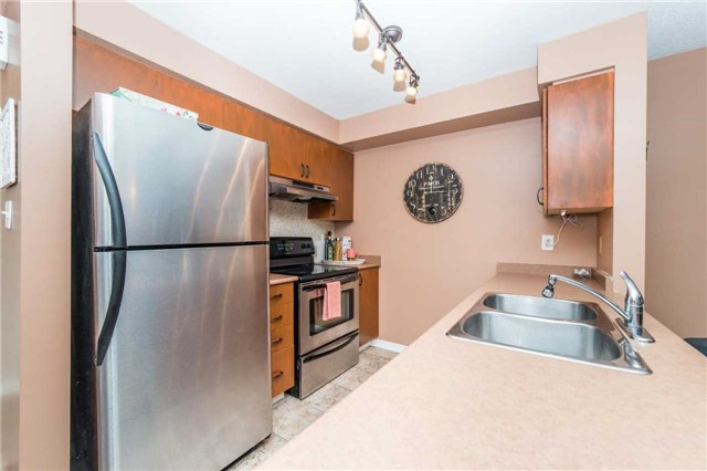 Condo With Common Elements at 104 Petra Way, Unit 1, Whitby, Ontario. Image 16