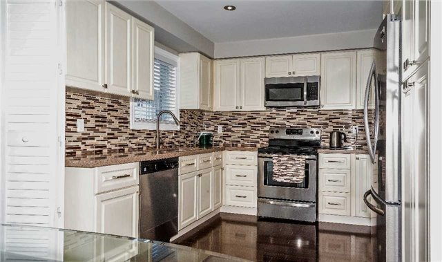 Detached at 10 Kennedy Dr, Clarington, Ontario. Image 15