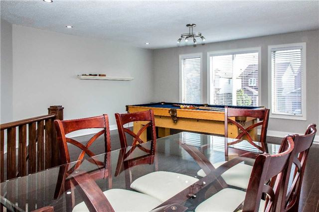 Detached at 10 Kennedy Dr, Clarington, Ontario. Image 3