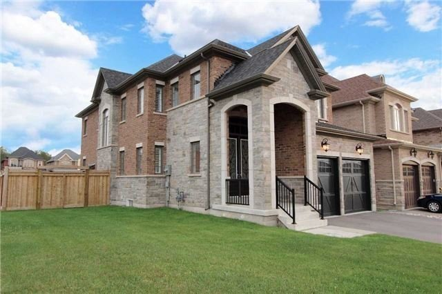 Detached at 11 Glengowan St, Whitby, Ontario. Image 9