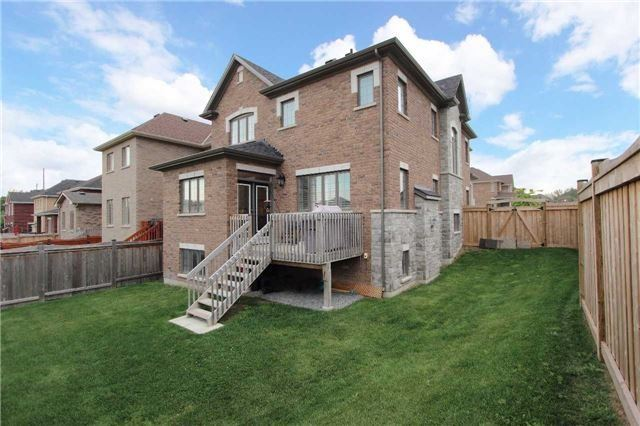 Detached at 11 Glengowan St, Whitby, Ontario. Image 8