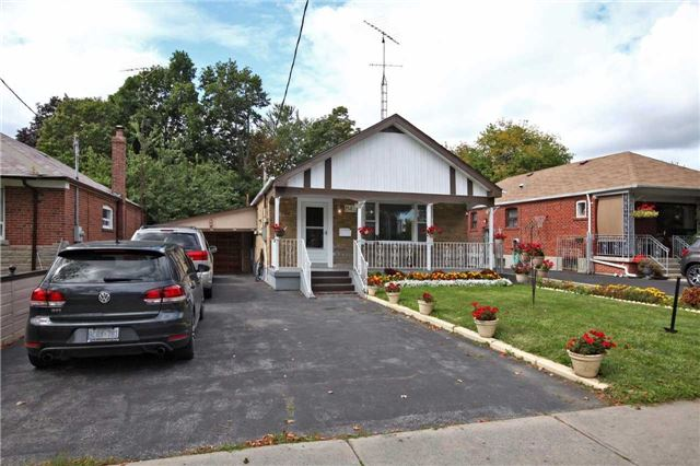 Detached at 842 Kennedy Rd, Toronto, Ontario. Image 1