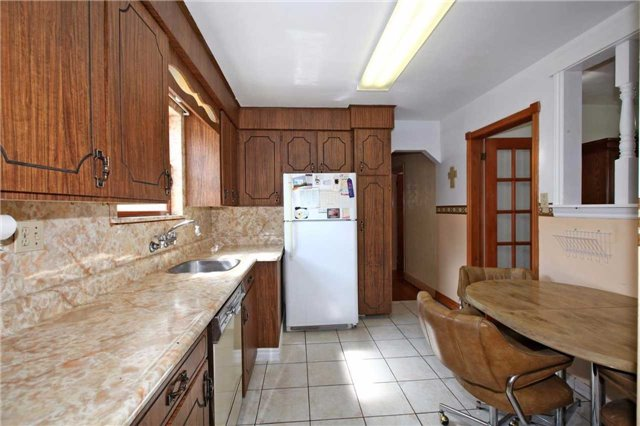 Detached at 842 Kennedy Rd, Toronto, Ontario. Image 17