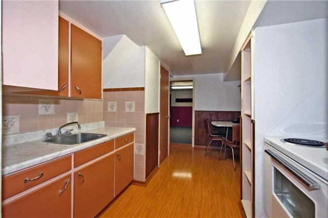 Detached at 842 Kennedy Rd, Toronto, Ontario. Image 6