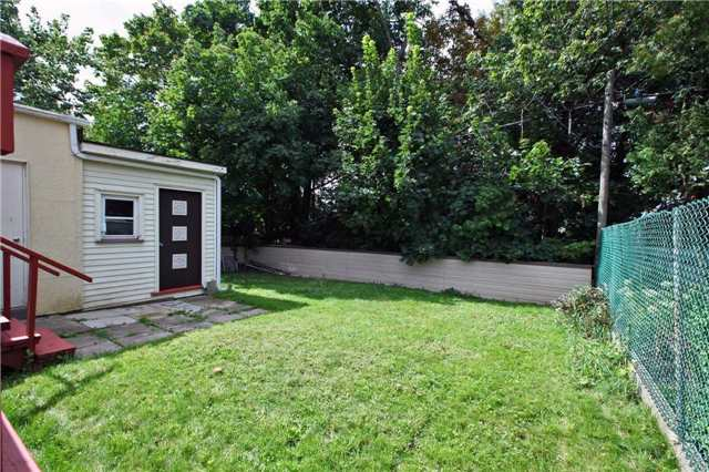Detached at 842 Kennedy Rd, Toronto, Ontario. Image 10