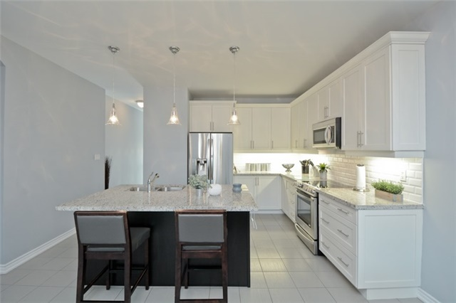 Detached at 8 Nightingale Cres, Whitby, Ontario. Image 17