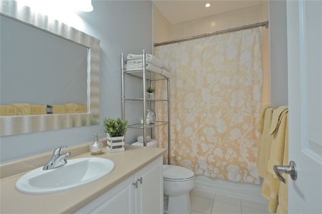 Detached at 8 Nightingale Cres, Whitby, Ontario. Image 5