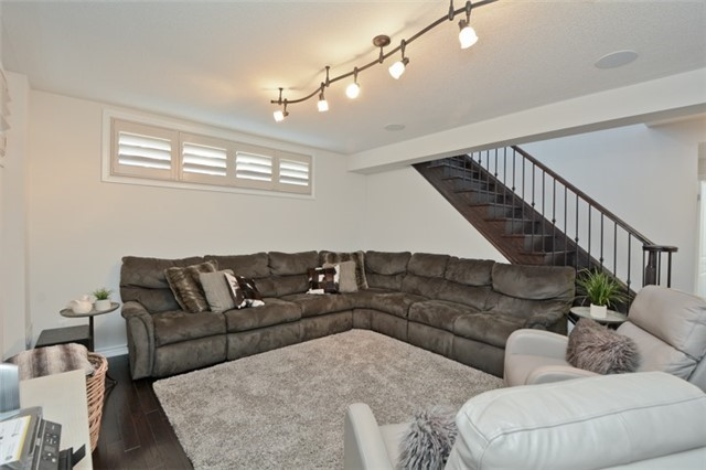 Detached at 8 Nightingale Cres, Whitby, Ontario. Image 6