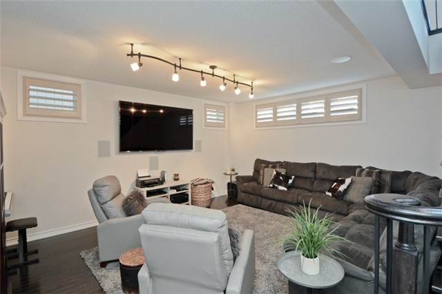 Detached at 8 Nightingale Cres, Whitby, Ontario. Image 7