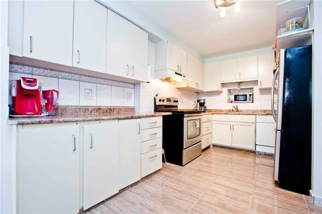 Condo Townhouse at 1975 Rosefield Rd, Unit 56, Pickering, Ontario. Image 14