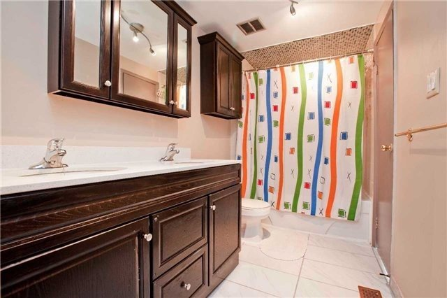 Condo Townhouse at 1975 Rosefield Rd, Unit 56, Pickering, Ontario. Image 5
