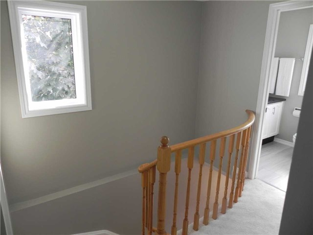 Townhouse at 21 Hanning Crt, Clarington, Ontario. Image 3