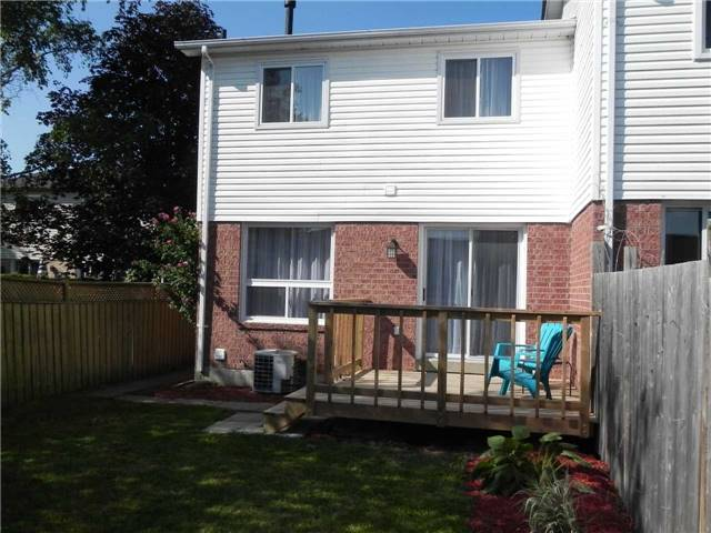 Townhouse at 21 Hanning Crt, Clarington, Ontario. Image 6