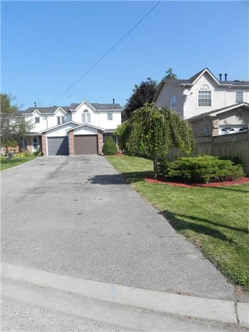Townhouse at 21 Hanning Crt, Clarington, Ontario. Image 7