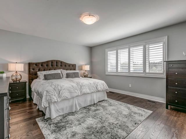 Detached at 32 Endeavour Crt, Whitby, Ontario. Image 3